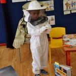 Spotkanie z pszczołami tez stanowiło element edukacyjny, który uczył szacunku do owadów